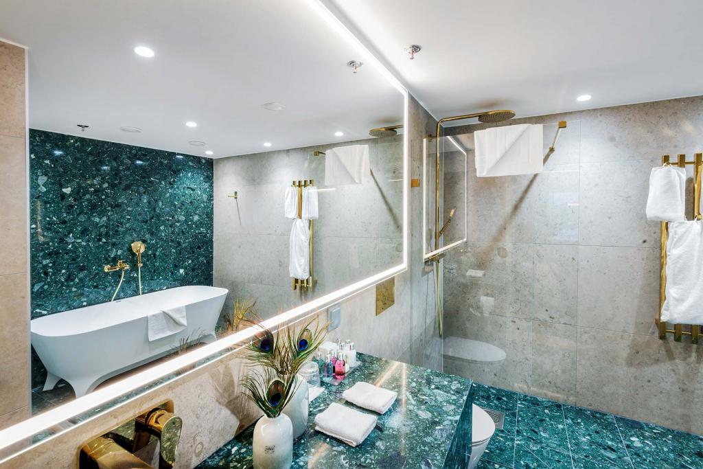SeniorSuite_Bathroom