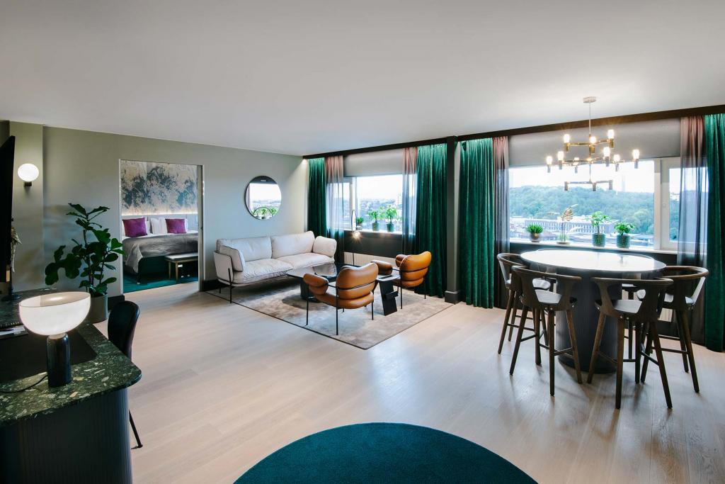 SeniorSuite_Livingroom
